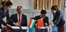 Kurdi Viktor megállapodást ír alá Pekingben