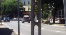 rendőrautó a forgalommal szemben