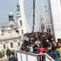 menekültek Budapesten az Erzsébet hídon