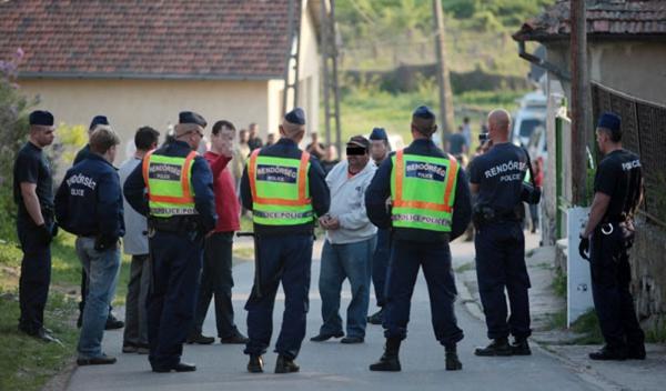 rendőrök és romák