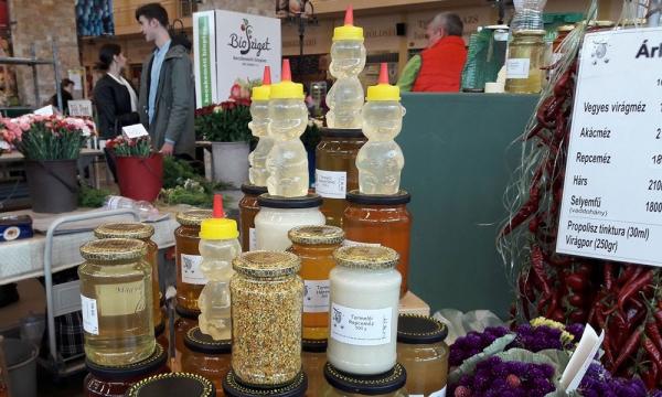 méz a kecskeméti piacon