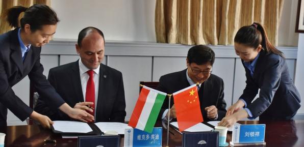 Kurdi Viktor Kínában